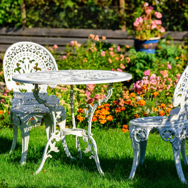 Minimizing Damage With Rust Proof Spray for Outdoor Furniture